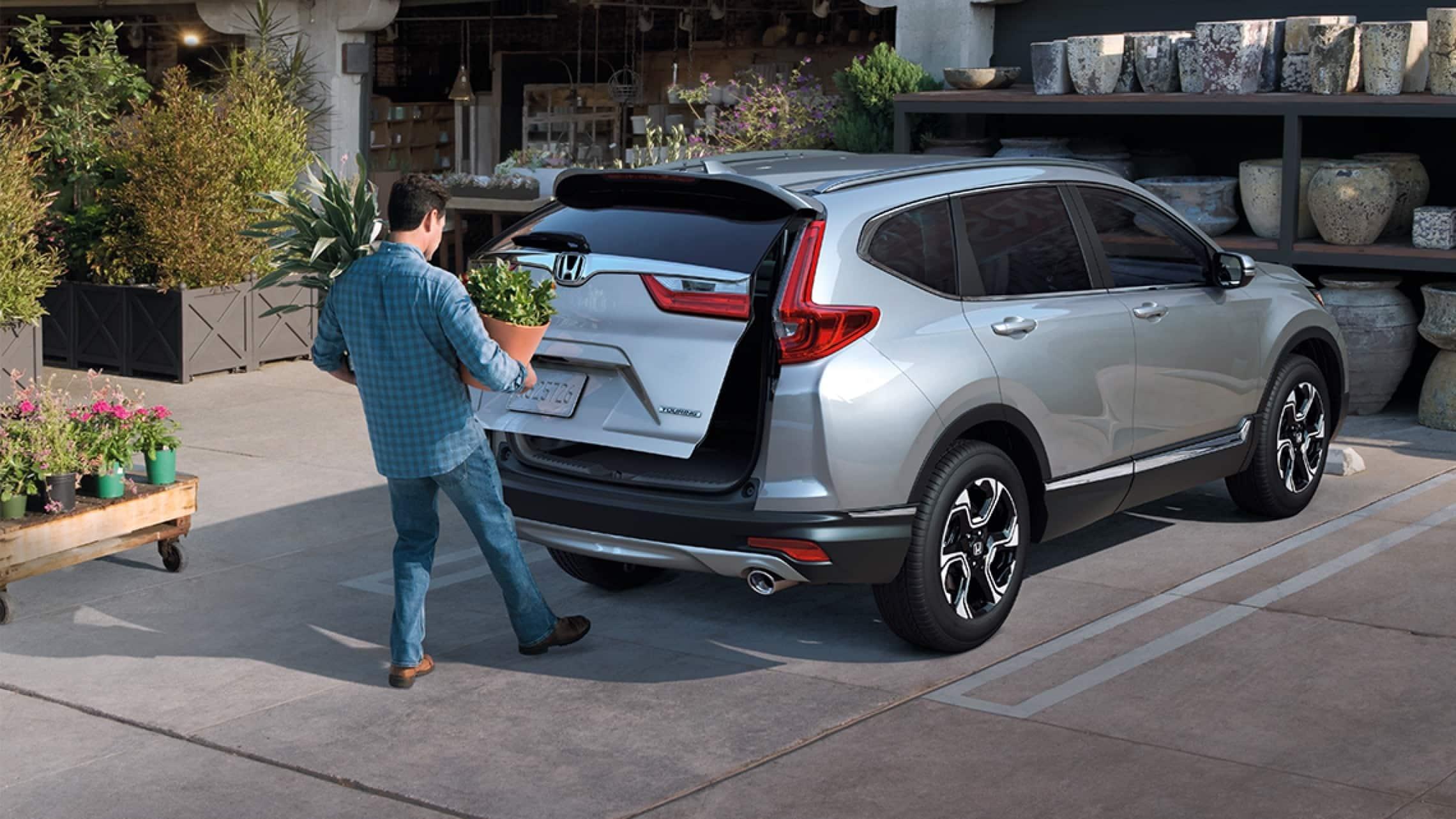 Honda CR-V Touring2019 con puerta trasera eléctrica con acceso manos libres.