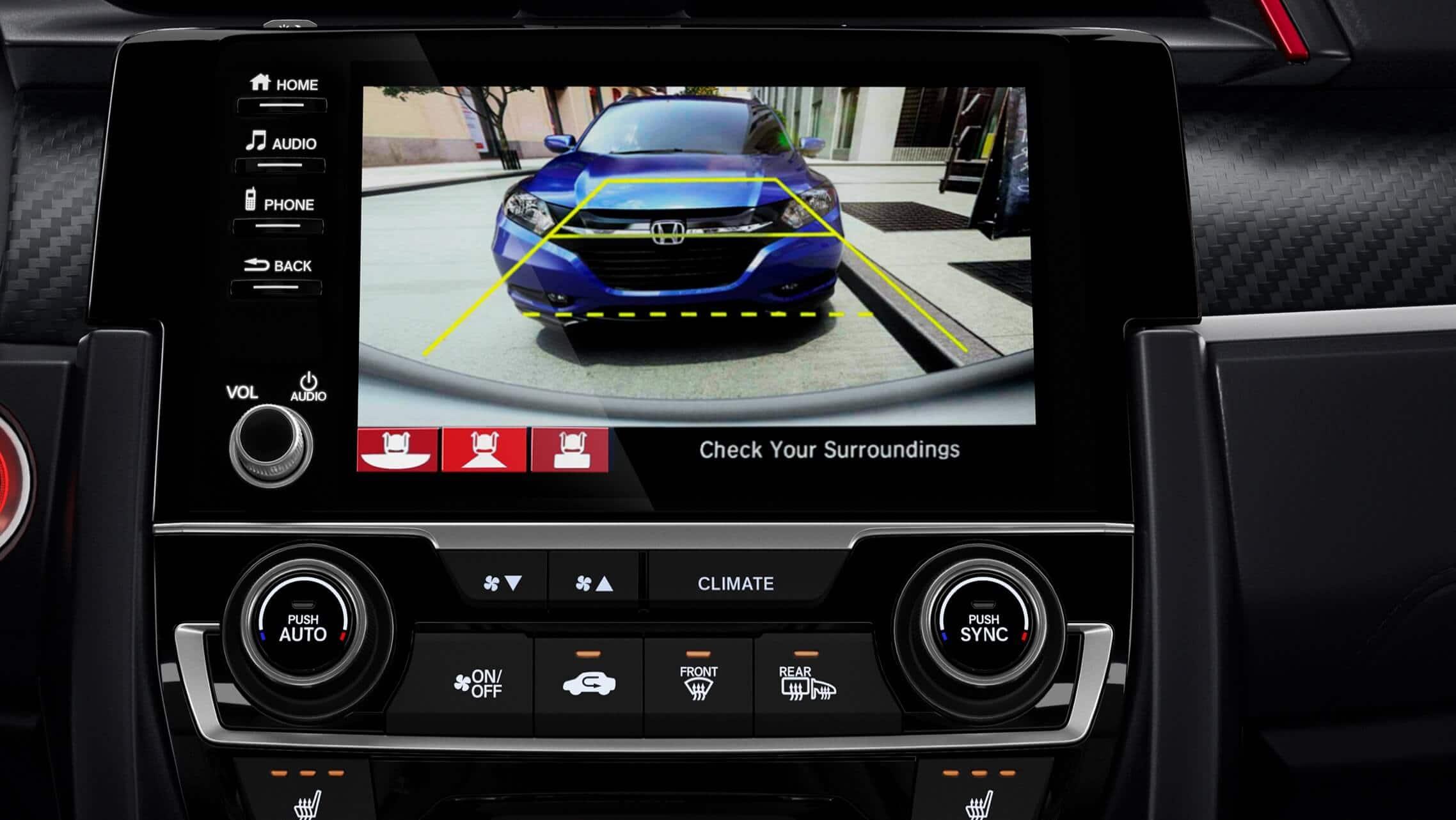 Detalle de la cámara de reversa multiángulo en la pantalla de 7pulgadas del sistema de audio del Honda Civic Si Coupé2020.
