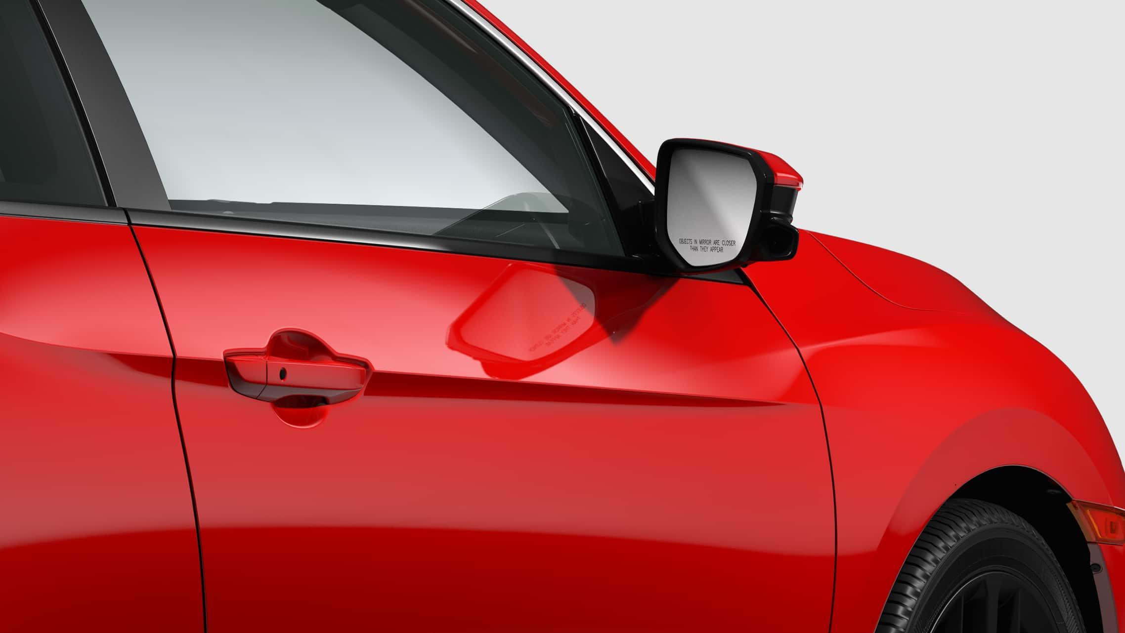 Detalle de la cámara Honda LaneWatch™ en el espejo del lado del pasajero del Honda Civic Si Coupé2020 en Rallye Red.