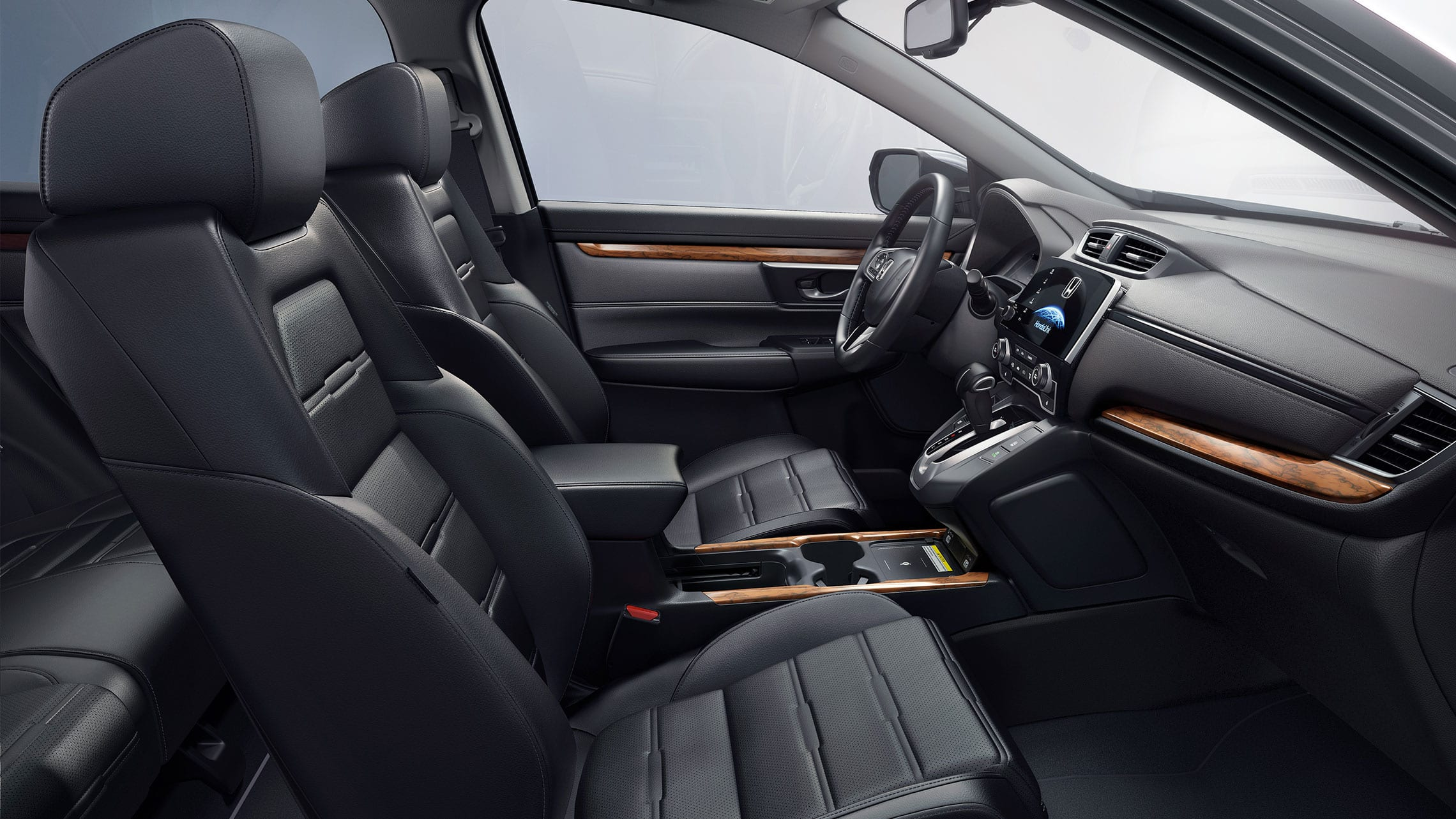 Vista del interior de la Honda CR-V Touring 2021 con Black Leather.
