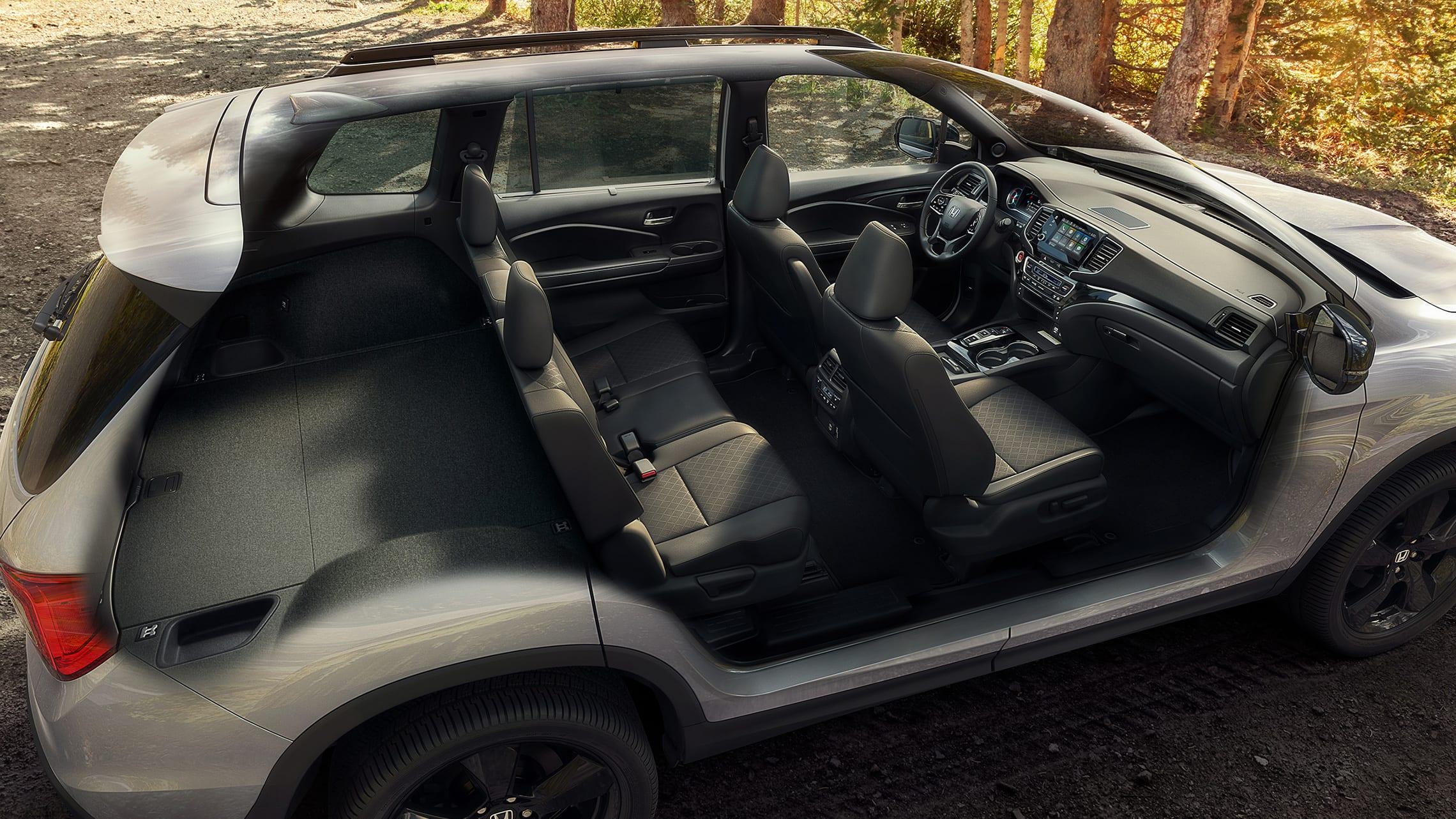 Toma completa del interior de la Honda Passport Elite 2021 con cuero Black que muestra el interior amplio y la capacidad de carga.